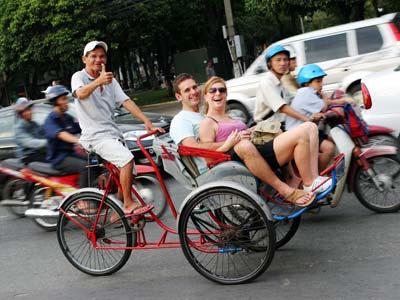 Groepsreis Vietnam; Varen tussen karstrotsen als in een Chinese pentekening afbeelding